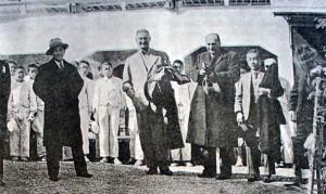 Tomáš Baťa v Japonské továrně