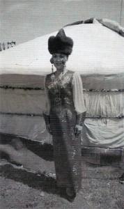 Miss Burjatska v sobolí čapce.