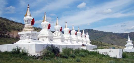 Stúpy u kláštera Amarbayasgalant