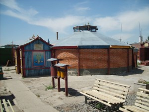 Jeden z těch menších klášterů v Ulaanbaataru - Dashgunpanlin.