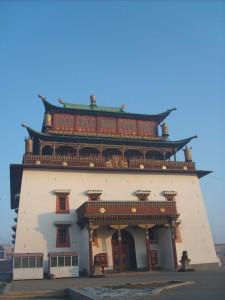 Hlavní chrám kláštera Gandantegchenlin, který ukrývá 26,5 m vysokou sochu Megjid Janraisega (Avalokitesvara).