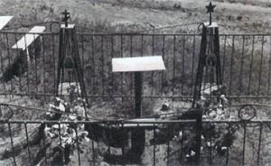Pravoslavný kříž a rudá hvězda jako národní symboly. Ulan-ude, Burjatská republika.