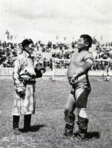 """Mongolský zápasník a jeho trenér - """"Let"""" vítěze."""