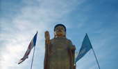Socha Buddhy u památníku Dzaisan.