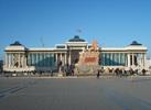 Suchbaatarovo náměstí v Ulaanbaataru.