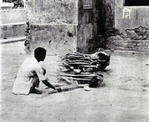Kalkatský spalovací ghát. Dětská hranice.