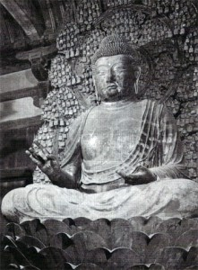 Dhjánibuddha Vairóčana jako Rušana Bucu, období Nara, 8. stol. n. 1., chrám Tošodai v Naře, Japonsko.
